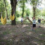 Hutten bouwen bij Camping Sempreverde in Le Marche, Italië