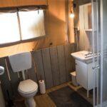 Badkamer in een safaritent