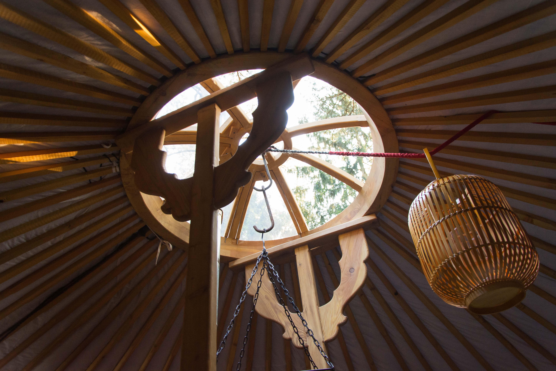 De houten constructie van een ger, van binnen uit.