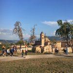 Een uitzichtsveldje aan de rand van Urbino, met zicht op de stad
