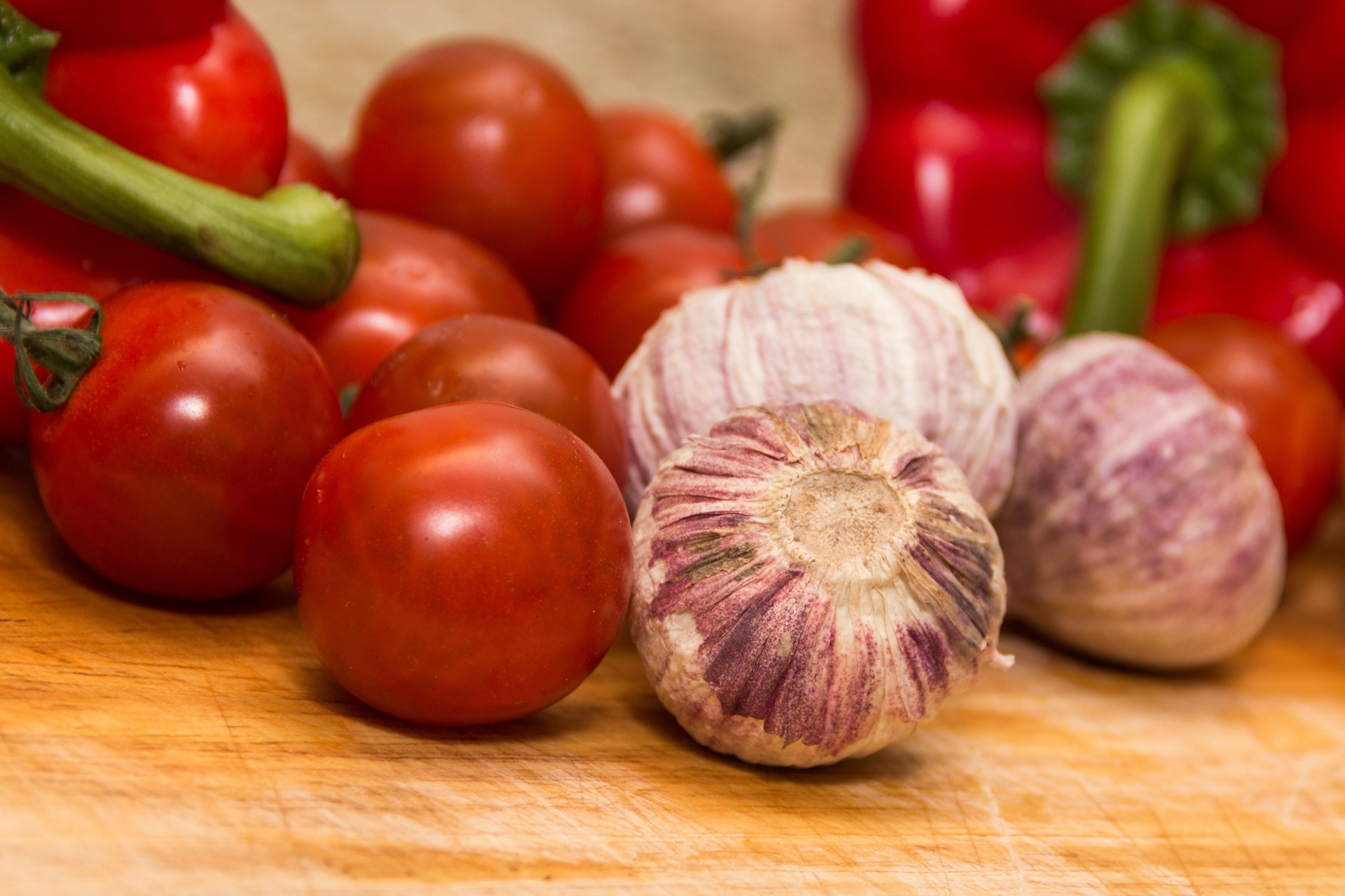 Tomaten, paprika en knoflook
