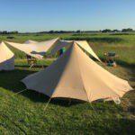 Mooie De Waard tenten met schaduwdoekjes met prachtig weids uitzicht over de groene velden