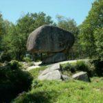 Grote rotspartijen in de groene omgeving van de Sidobre