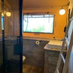 Badkamer in de safaritent bij Buitengoed Ruysbos